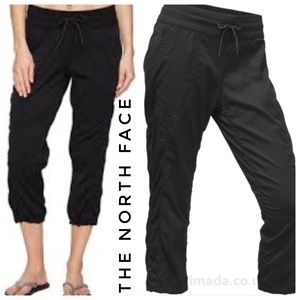{the north face} NWT Aphrodite black tnf capris